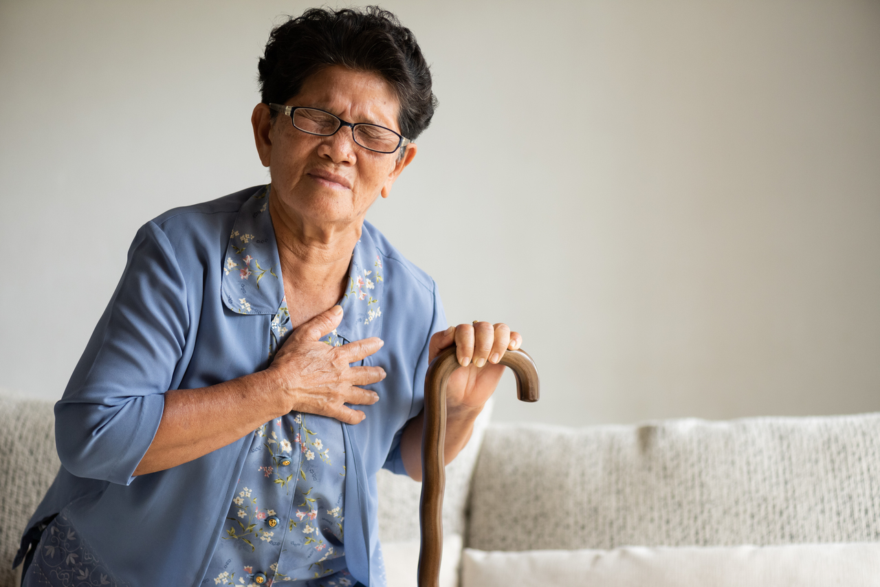 An old woman having chest pain