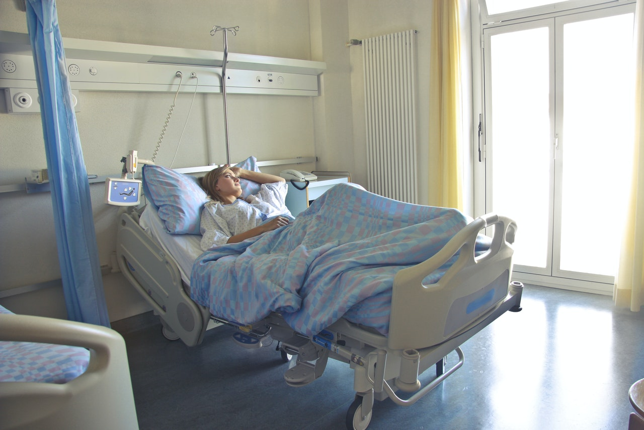 A woman waiting for her cesarean delivery